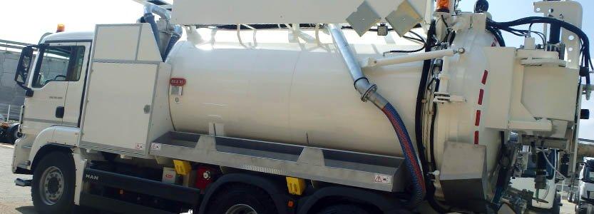 Camión cisterna para succión